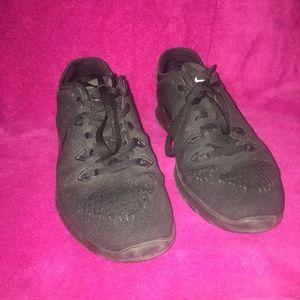 Black Nike running shoes!!